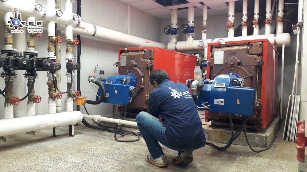 تعمیر دیگ چدنی موتورخانه توسط تعمیرکار تیم نگهداری از موتورخانه مجموعه ما